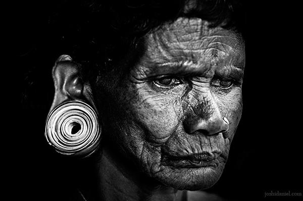 tribal-woman-earrings-wayanad